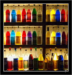 Colors and tastes (Paco CT) Tags: color pattern bottles explore grecia plaka atenas tavern 2009 taberna botellas repeticion ltytr1 pacoct