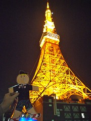 Flat Everett takes a walk to Tokyo Tower