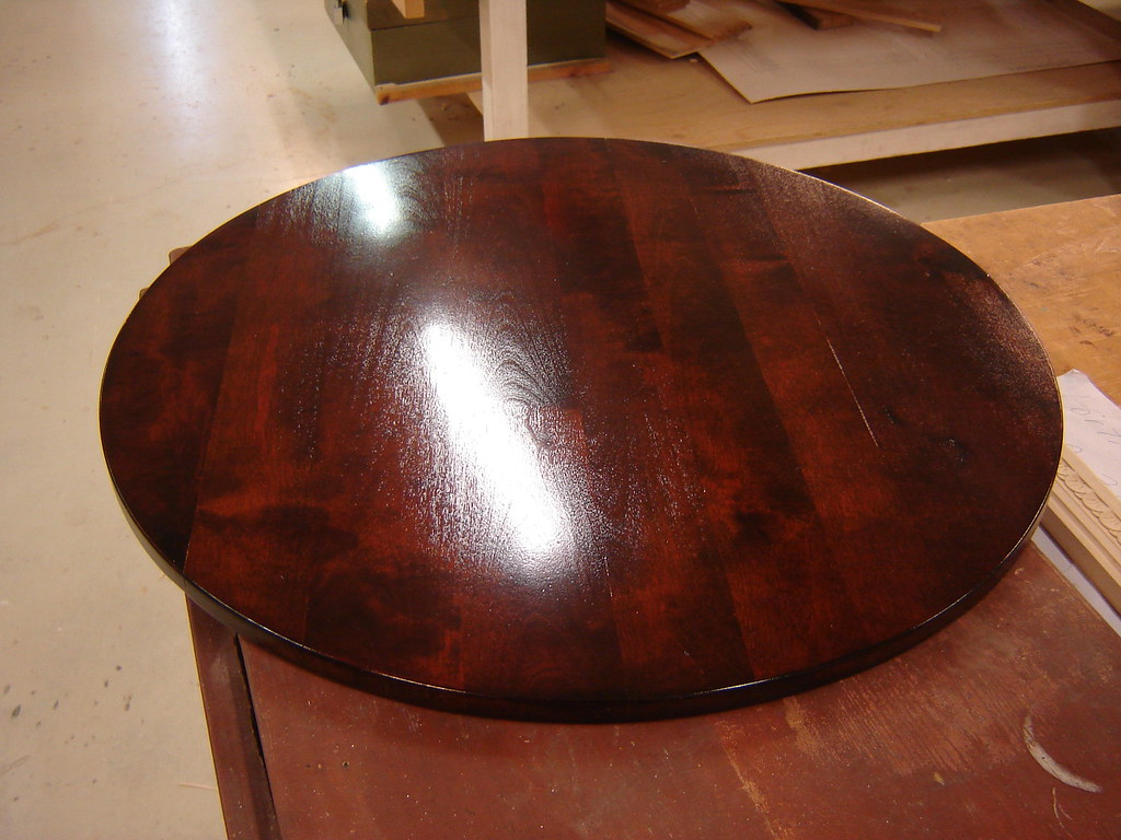 Funkispöydän pöytälevy / The covertop of the round sofa table