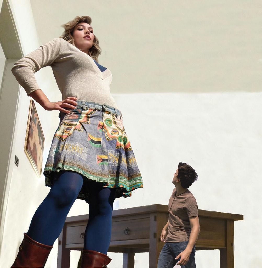 mini giantess