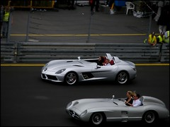Mercedes SLR Stirling Moss + 300SLR (T-low Photography) Tags: auto white david black slr car sport mercedes benz photo moss und pix fuji stirling nuremberg fine 911 picture mc exotic finepix dtm mika weiss rare 2009 supercar schwarz spotting sportscar amg nrnberg coulthard sportwagen pkw norisring weis 722 hkkinen 300slr s8000fd tlow
