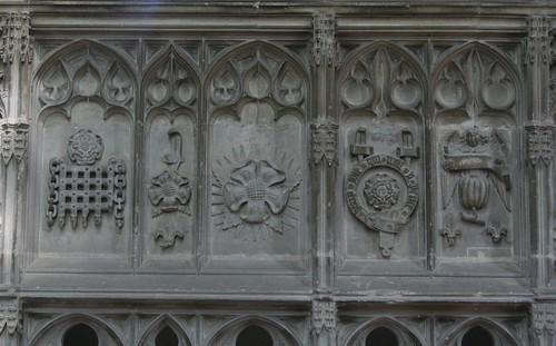 Heraldic symbols on Prince Arthur's chantry