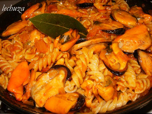 mejillones en salsa marinera-añadir mejillones