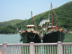 泊在一旁的漁船