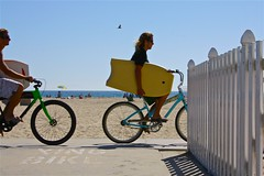 let's boogie (Andy Kennelly) Tags: california beach water bike umbrella fence sand seagull board bluesky andrew bicycles newport boogie xing greenbike bluebike drivingwithnohands kennelly colorfulbikes bikexing
