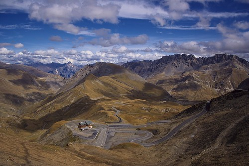 The last few kilometres to the top of Col du Galibier – and the rewarding views. Photo: Soumei Baba