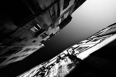 Piccoli Spazi Verso il Cielo (sgrazied) Tags: houses light sky blackandwhite corsica rimini case canoneos20d cielo vista grandangolo luce biancoenero romagna bonifacio scogliera finestre corsedusud vecchiecase strapiombo sgrazied bocchedibonifacio interphoto corsicadelsud stradestrette