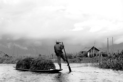 Leg rower (h_cloNe) Tags: lake monochrome boat blackwhite asia southeastasia myanmar asean shanstate inlay legrower
