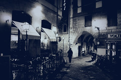 I can't find the words to say (Kris *) Tags: street las light italy man luz canon 350d words calle italia para no encontrar cant florencia say farolas find hombre palabras puedo decirte i xkrysx