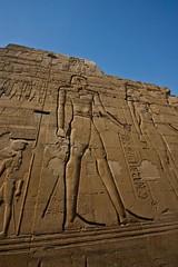 (704) Kom Ombu (avalon20_(mac)) Tags: africa history architecture geotagged town egypt architektur 500 ägypten tempel komombo assuan misr eos40d schulzaktivreisen