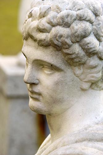 monforte-statue