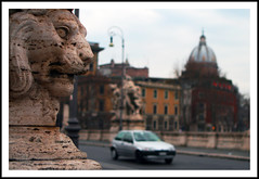 hic sunt leones (prex79) Tags: street city bridge italy rome roma car canon italia traffic bokeh lion ponte frame latino framing pietra leone 2009 citt leones pontevittorioemanuele hicsuntleones eos400d strda
