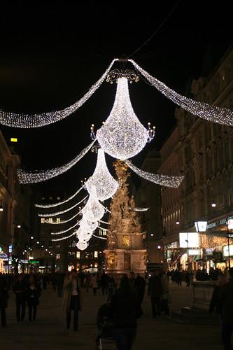 lights along Schulerstraße