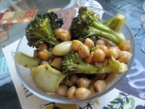 40 cloves Broccoli & Chickpeas