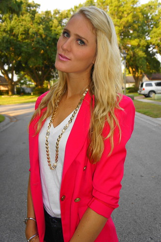 blazer vs suit. {lazer + necklace: vintage;