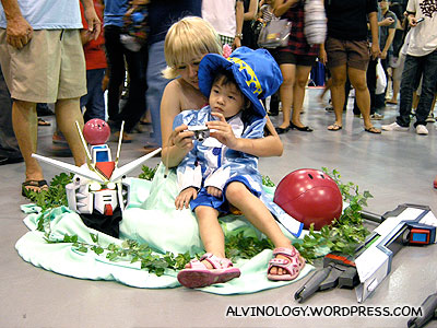 Another kid cosplayer and a beheaded Gundam