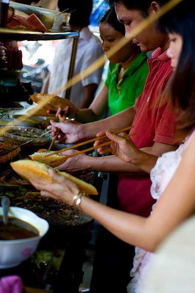 Making bánh mì at Phương, a stall in Hoi An, Vietnam