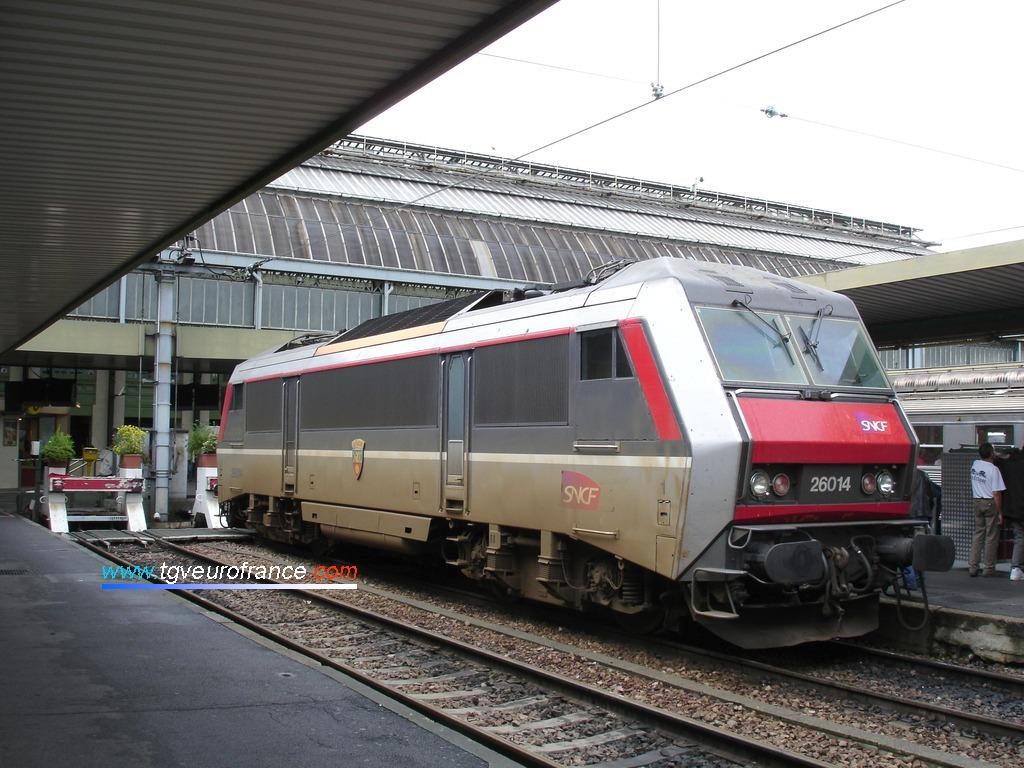 Une locomotive électrique bi-tension BB26000 SNCF en livrée Multiservice - Corail+