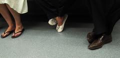 Conversacin (Bellwizard) Tags: feet underground shoes metro tube zapatos pies conversation peus conversacin conversa sabates