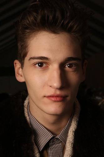 Matvey Lykov3048_FW09_Paris_Thierry Mugler BS(Frillr)