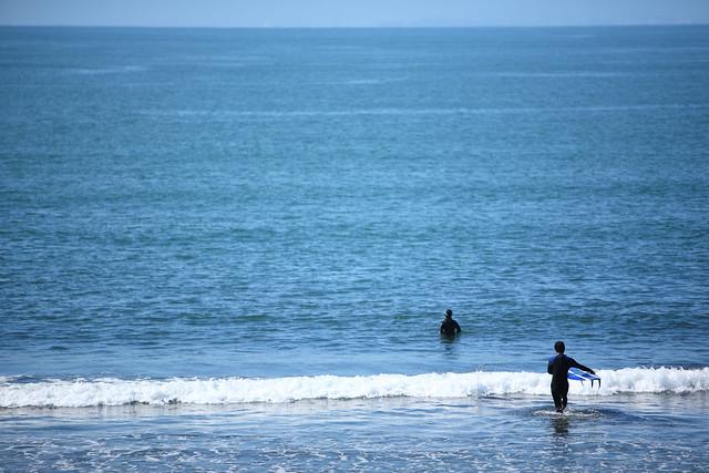 波間のサーファー