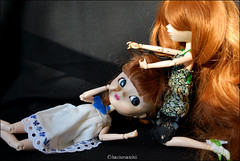 Sisterly love (* Charismatchii *) Tags: sisters dawn nikon dress robe redhead wig pullip luts greggia roux d60 surs mymelody obitsu junplanning rousses eluts rewigged amalthe charismatchii