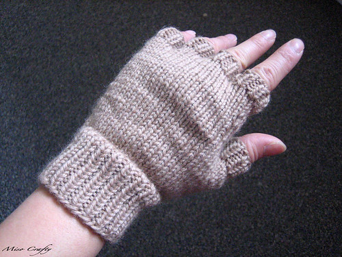 Miso Crafty Knits 7 Days Of Twilight Day 7 The Paws Of Jacob Gloves