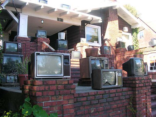 EVER SEEN THE TV HOUSE in BERKELEY?  (thanks kenn wilsons flickr!)