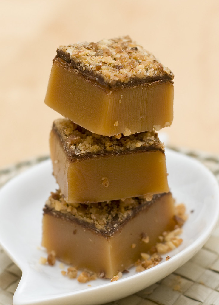 food for rugby fans #15 - Sweet Bites of caramel with chocolate and praline crips topping (by N@th)