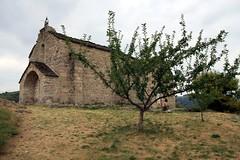 Chapelle Saint Loup surplombant le lac de Villefort, Lozère (Cévennes)