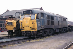 31221 & 37073 Doncaster Works 22.6.86 (Paul Bettany) Tags: railways britishrail doncaster brel class37 class31 31221 37073 doncasterworks