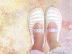descanso (f. prestes) Tags: feet colors socks cores legs stripes polkadots bolinhas ps pernas meia cho listras sapatilha puket