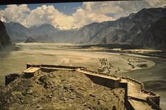 Skardu fort (petelovespurple) Tags: june1988 skardu slidecopies k2trek