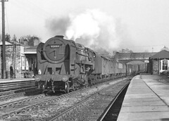 Class 9F no.92082. Bromsgrove Station. 2 March 1963 (ricsrailpics) Tags: uk bw steam freight 1963 2100 bromsgrove 9f lickeyincline exbr