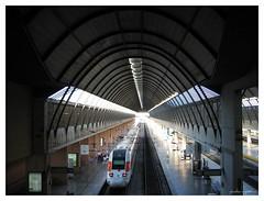 stazione santa justa - via 12 (paolo agostini) Tags: stazione viaggi architettura spagna archi binari treni siviglia