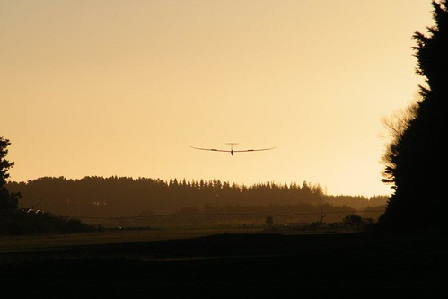 The DG1000 returns to Foxpine at dusk
