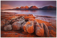 Bulbous Glow (Dylan Toh) Tags: sunset storm rain rock landscape photography glow tasmania lichen dee hazards freycinet colesbay everlook