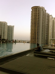 viceroy brickell icon infinity pool