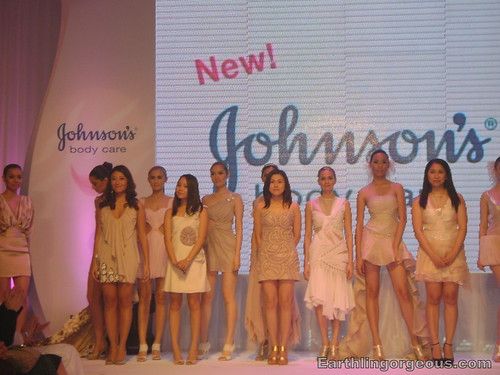 Mini-fashion show at J&J Event by Preview