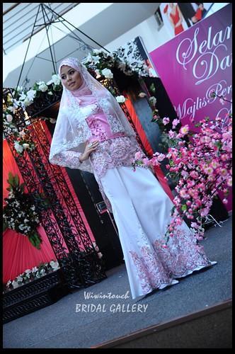 KEBAYA- White & Pink
