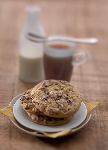 Recipe: Blue-Ribbon Chocolate Chip Cookies blog image 1