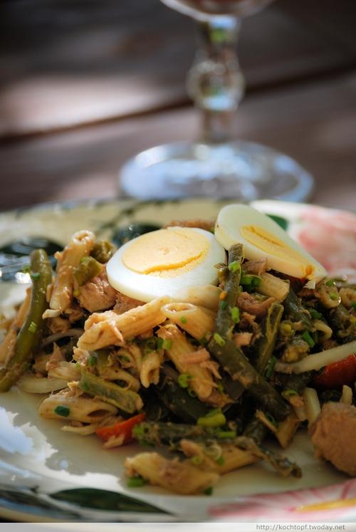 Bohnen-Nudel-Tomaten-Thon-Salat