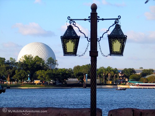 IMG_6679-WDW-EPCOT-lamps-SpaceshipEarth