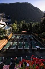 Sol, jacuzzi y montaña (Leandro MA) Tags: verde jacuzzi montaña tumbonas canoneos40d leandroma valdarán hoteltucblanc baqueira1500