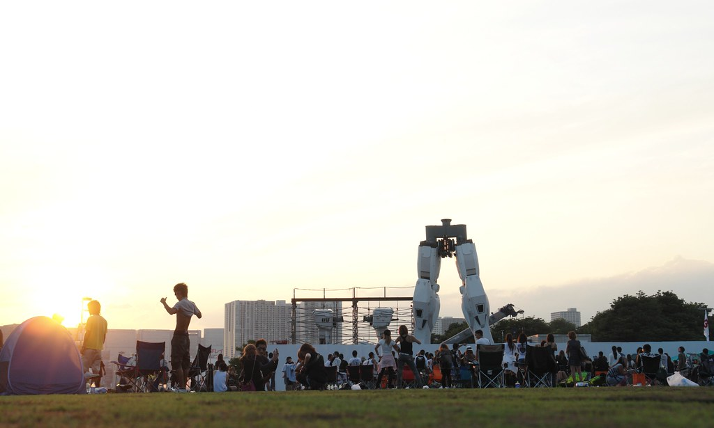 All music lovers in sunset park, with odaiba GUNDAM