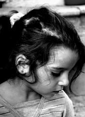 :) (nilgun erzik) Tags: istanbul cocuk portre fener fotografkıraathanesi yüzünüdökmeküçükkız fotografca biyerlerde eylul2009