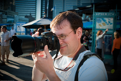 Donald Hanson / People Photographing People Photographing People by NewMindSpace, South Street Seaport, NYC / 20090919.10D.54179 / SML (by See-ming Lee 李思明 SML)