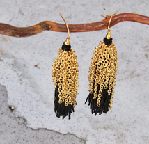 chain-tassel-earrings-black-gold