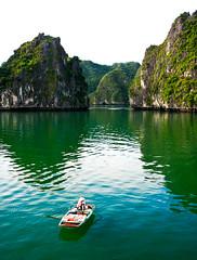 pringles anyone?, Vietnam (elyse patten) Tags: blue summer green nature landscape boat coke tourists cliffs vietnam massive limestone rowboat snacks cocacola pringles halongbay canon40d