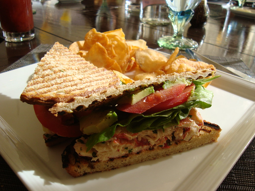 Lobster Club Sandwich w Chips